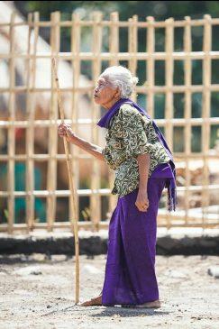Nenek di Lombok