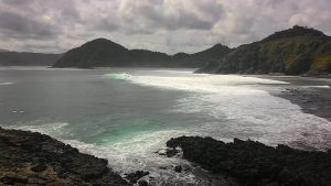 Pantai mawi dari batu di Semeti