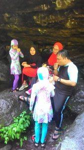 Wisatawan ke Tiu Kelep Lombok