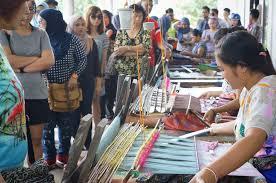 Wisatawan Di Sukarara Lombok